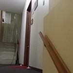 30965875 - 右側茶色のドア