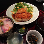 わびさび - 鶏つくねハンバーグの海鮮丼