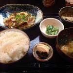 和食堂 穰(ゆたか) - 201409 日替わり定食(750円) 鱈の唐揚げ野菜あんかけ、つるむらさきの胡麻和え、茄子と豚肉の味噌和え