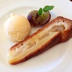30975725 - ランチデザート:ぶどう、バニラアイスクリーム、洋梨のタルト