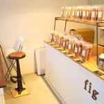 fig - 店内にはコーヒー、黒ゴマ、ジンジャーなど様々なグラノーラが並んでします♪