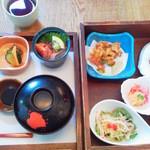 30978839 - 2段になった味覚膳をテーブルで横並びに