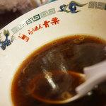 旭川らぅめん青葉 - 醤油のスープ