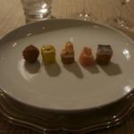 レ・ストゥディ - 右から コカ デ レカプテ、サーモン、エビ・かにマヨネーズのピンチョ、スパニッシュオムレツ、イベリコ生ハムのクリームコロッケ
