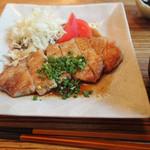 ハナビ - ランチメニュー・厚焼き豚肉ロースの生姜焼き¥800(税込)