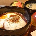 串焼き・魚 新宿宮川 - 石焼温玉チーズカレー(サラダ付) 834円