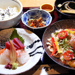 串焼き・魚 新宿宮川 - ◎日替わりコンビランチ  4種類のおかずから2種類選べる♪ 908円