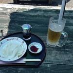 凪 - 外テーブルでイカ刺しと生ビール