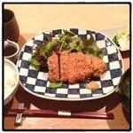 代官山 米花 - あやせ三元豚のとんかつ。 土鍋炊きのササニシキが美味い。 とんかつは専門店には勝てない。でも代官山価格。 コストパフォーマンスで一芯に軍配。