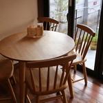 フリューリング - (取材の為、特別に撮影許可頂いています)イートインテーブル