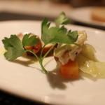 横浜馬車道 旬の肉料理イタリアン オステリア・アウストロ - お通し:真鯛、大山鶏自家製フォカッチャ