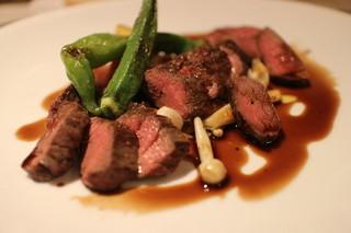 横浜馬車道 旬の肉料理イタリアン オステリア・アウストロ - 北海道えぞくま、もも3種ロースト