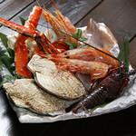 さるとび - おすすめ海鮮盛合せ 5,200円・・・ずわい蟹となります。