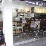 鶏&デリ - イートインテーブル席