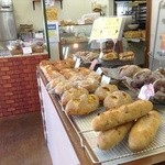 ベーカリー スクリブル - 店内のパン