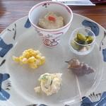 馳走家 こいこい本店 - 海鮮丼御膳の前菜:2014/9