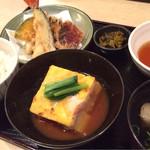 野に咲く花のように - 限定ランチの御膳 中央四角いのは肉じゃが★★★★ 天ぷら追加