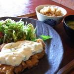 御飯屋  おはな - チキン南蛮プレート1000円自家製タルタルソースで