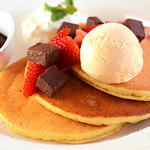 Yocco's French Toast Cafe - あたたかいパンケーキに生チョコといちごとバニラアイスをトッピングしたスイーツパンケーキ★