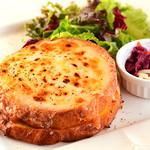 Yocco's French Toast Cafe - クロックムッシュをフレンチトーストで作りました。チーズ好きならやみつきになること間違いなし☆
