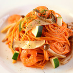 Yocco's French Toast Cafe - 旬のお野菜と海老を濃厚トマトクリームソースでからめた人気のパスタです!