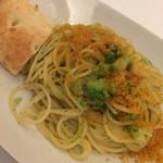 ブオーノ ブオーノ - ブロッコリーと小柱のスパゲッティ・ボッタルガ風味