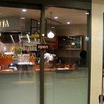 リーゾカノビエッタ - カウンター席のみの小さなお店