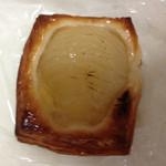 リリオのパン - ジューシートロリな洋梨に美味しいカスタード、モッチリデニッシュ