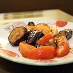 居酒屋 田中 - ナスとトマトのニンニク炒め 580円