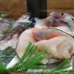 寿司光 - ケースの中の北寄貝