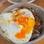 天天利美食坊 - 滷肉飯加蛋(大)豚バラご飯+半熟目玉焼き