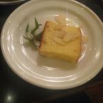 31010624 - オレンジケーキ 200円(サクサクしたアーモンドとミント)