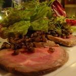ボータン - 仔羊肩肉のスモークハムのアップ
