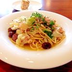 31016467 - 前菜+パスタのセット(2,200円)のパスタ:太陽チキンとキャベツのスパゲティ 黒こしょう風味。