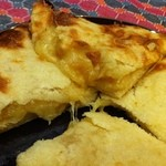 マチャプチャレ - ネパール産ラム酒とシナモンがほのかに香るリンゴとチーズのハーモニー♪アップルチーズナンは当店オリジナル