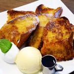クランプコーヒーストア - 料理写真:フレンチトースト