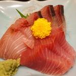 季節料理くら井 - 天然ブリ刺身 580円 これは高級寿司屋で出てくるレベル マジうま