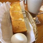 コメダ珈琲店 - モーニングサービスのトーストとゆで卵
