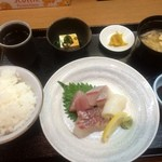 魚彩 銀の鯛 - 刺身4種盛り(定食、800円)