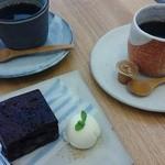 つむじカフェ - さつまいもブラウニィ&コーヒー