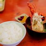海鮮料理 日南水産 - 伊勢エビの尻尾は炭火焼きに、頭はお味噌汁に。