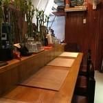クーカレー - 店内はカウンター席5席と、とてもタイトです