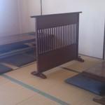 旬の味・和 - テーブル席・カウンターの他、奥に座敷も