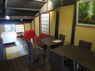 珈琲工房てらまち - 二階のテーブル席