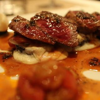 セラヴィーナガノ - 料理写真:牛ロースのソテー、ナストマトのモッツァレラチーズ焼き