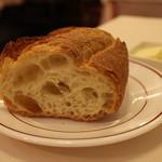 炭焼ステーキハウス 葡萄屋 - パン
