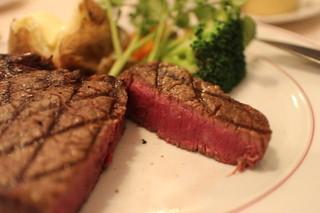 炭焼ステーキハウス 葡萄屋 - 黒毛和牛炭焼きフィレステーキ240gセット