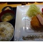 久岡家  - 塩とん定食(1000円)・・きなこ豚150gのトンカツ・小鉢・あら汁・ご飯のセットです。