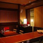 味竜 - 【テーブル席が2つ】4人がけのテーブル席です。お友達や恋人ととっておきの時間を・・・