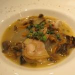 31052050 - 千葉県産焼きはまぐりとシャントレル茸 冬瓜のスープ仕立て レモングラスの香り